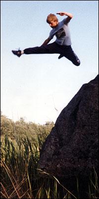 Flying sidekick a la Kris